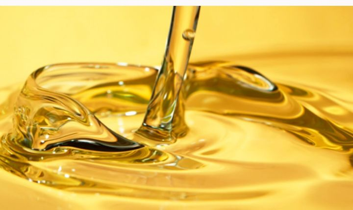 Oil based anti-caking additives